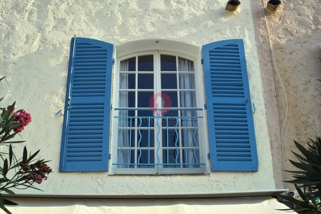Exterior Window Decorations